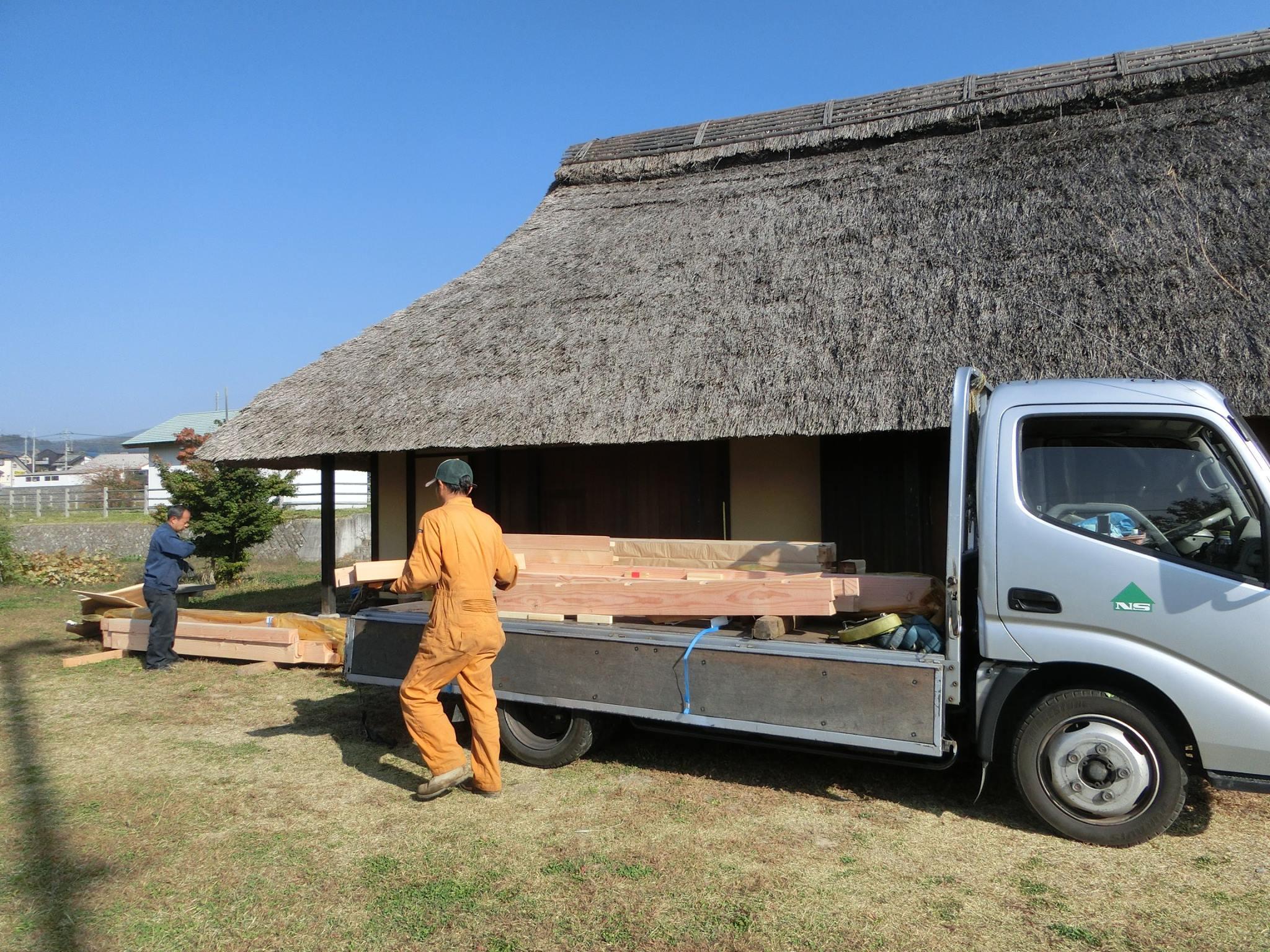 小屋の材木が納品されました