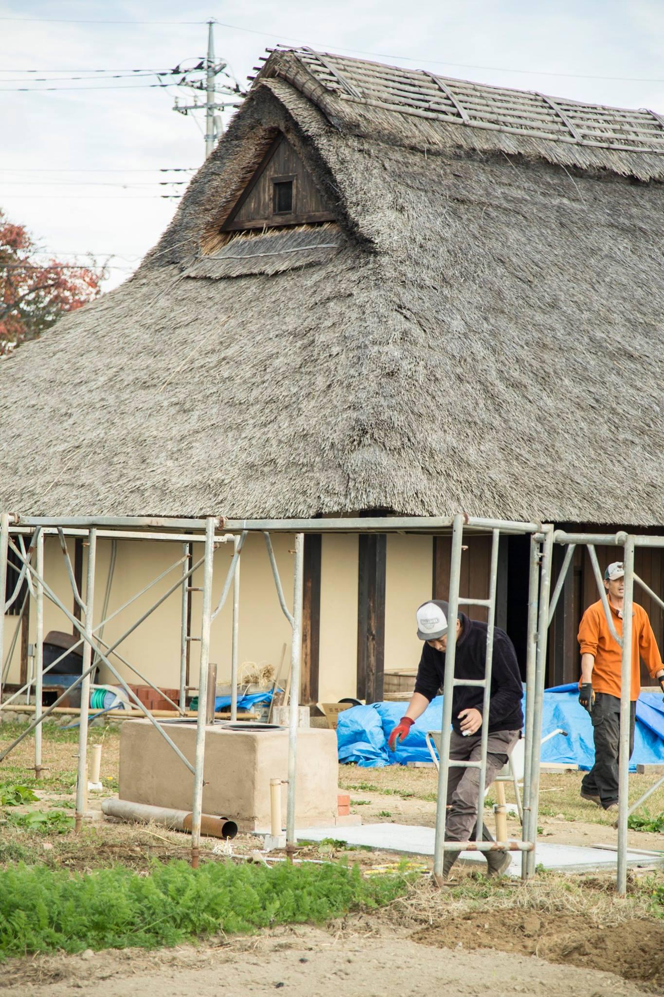 かまど小屋作成の為の、足場を設置しました